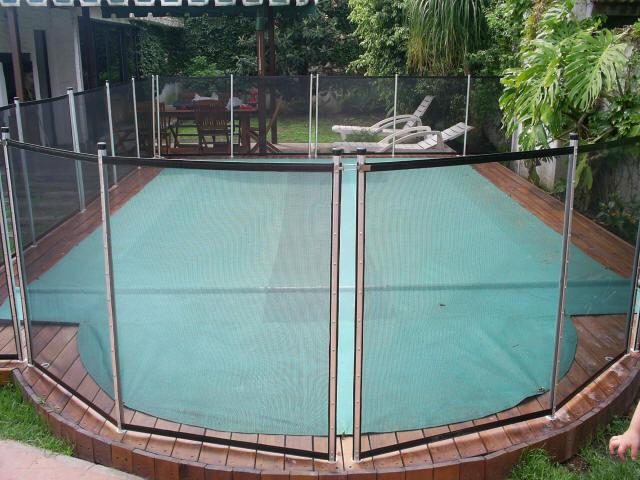 Prote o de piscinas goiania protege piscinas grade de for Tela impermeable para piscinas